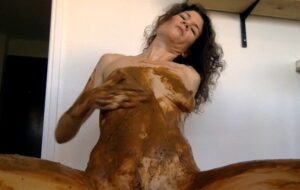 Playing poo and pee with Nastymarianne Hairy Pussy [HD]